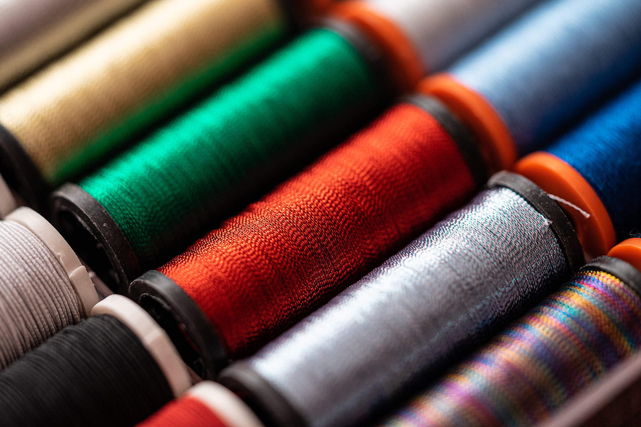 shiny-metallic-sewing-threads-2210x1473